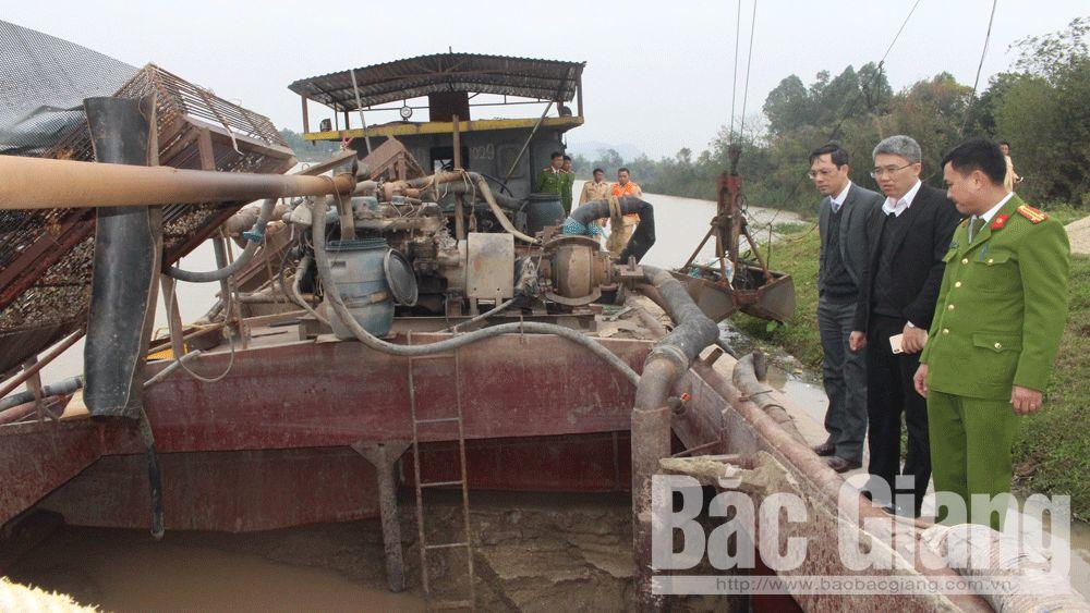 Bắt tàu khai thác cát trái phép trên sông Lục Nam
